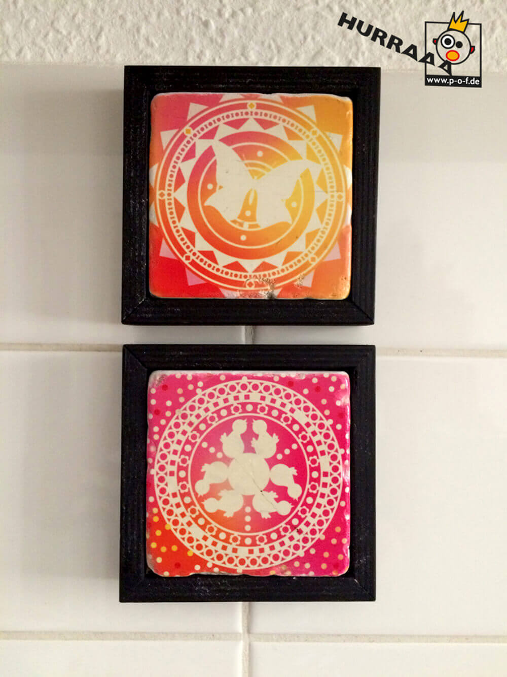 zwei Marmorfliesen mit Ornamentmotiven