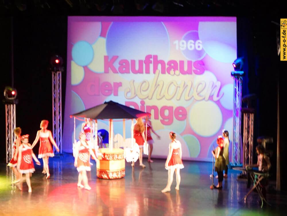 Allongé - Tanzmärchen 2016 - Bühnenbild - Kaufhaus der schönen Dinge