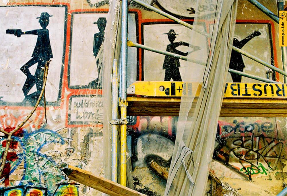 Streetart mit Bauvorhang