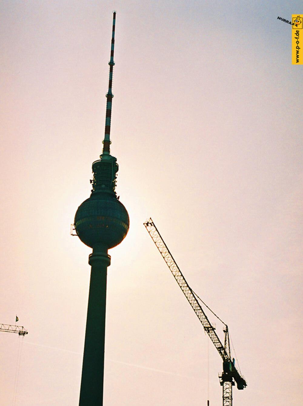 Fernsehturm im Sonnenaufgang