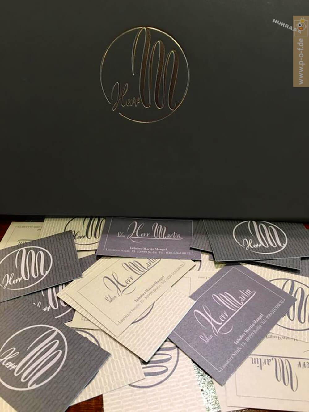 goldgeprägtes Logo für Kundenbuch